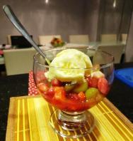 Salada de frutas com sorvete